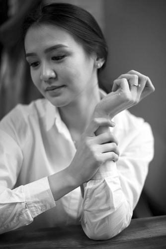 woman wearing a button-down shirt