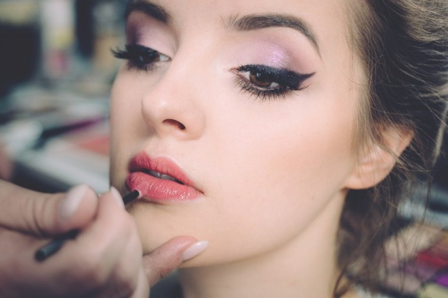 How to Apply Makeup in Few Easy Steps